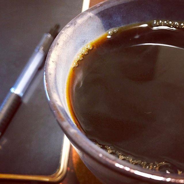 hara_toruエチオピア・モカ。ほんのり酸味と、花のような香り。 でも淹れているときは、アーモンドみたいな香ばしい香りが部屋に充満する。 ・ その時その時に、色んな面を見せてくれる、だから面白い。 ・ #山梨 #yamanashi  #日本 #japan  #コーヒー #珈琲  #コーヒー豆  #エチオピア  #コーヒー部  #珈琲部 #珈琲タイム #珈琲時間  #coffee  #coffeegram  #モレスキン  #メモ #アイディア  #朝が一番2017/03/13 06:37:08