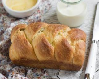 Brioche légère au lait de soja sans matière grasse : http://www.fourchette-et-bikini.fr/recettes/recettes-minceur/brioche-legere-au-lait-de-soja-sans-matiere-grasse.html