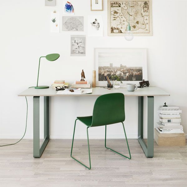 """A touch of #green"" met de #Muuto #Leaf #bureaulamp."