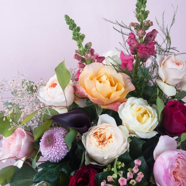 We export a complete range of quality flowers from Holland | Wholesale Flowers | Air Freight Specialist | Webshop | Take a look at our company! | Blog