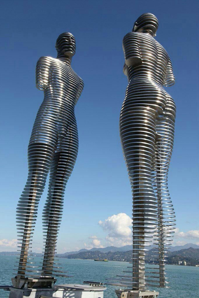 Moving love sculpture (Ali & Nino) in Georgia Batumi city