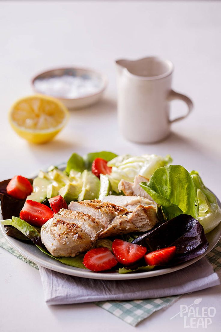 Grilled Chicken with Strawberry and Avocado Salad #Paleo
