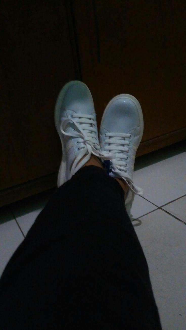 hellow white sneakers!