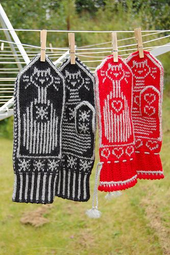 Ravelry: Cats and Stripes Mittens pattern by Connie H Design