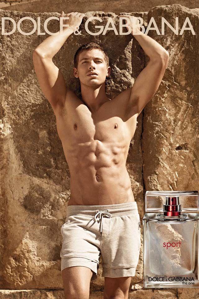 лицо рекламной кампании мужских духов Дольче Габбана Адам Сенн