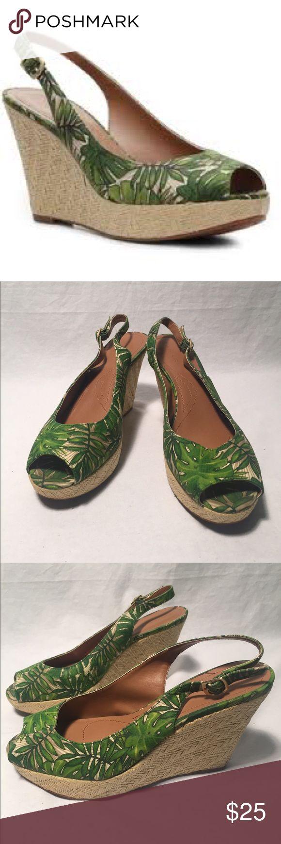 Tahari Taylor Slingback Green Wedges Fun and tropical banana leaf print. Perfect vacation shoes! Worn once! Tahari Shoes Wedges