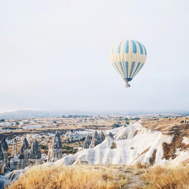 Hot air balloon cappadocia turkey/ instagram @anyaklyueva
