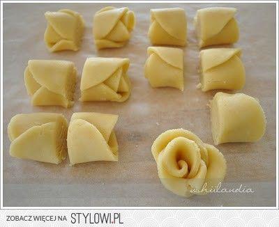 maślane ciastka w kształcie róży 2 szkl. mąki 0,5 szkl.… na Stylowi.pl