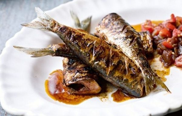Izgarada Soslu Sardalya Tarifi Nasıl Pişirilir? Mangalda Chutney Soslu Sardalya Hintlilere ait olan Chutney sosu ile nefis sardalya ızgarası yapabilirsiniz. Yapılışı ve sosun hazırlanışı çok kolaydır. Balıklar küçük olduğundan çabuk pişmektedirler. Sosun hazırlanışı sırasına göre yapılmalıdır. Izgarada soslu sardalya tarifi malzemelerini yazalım sardalya balığı, domates, zeytinyağı, sıvı yağ, soğan, sarımsak, zencefil kökü, balzamik sirkesi, şeker, […]