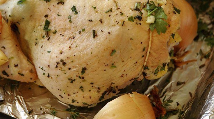 La Gallina Ripiena in Brodo è un piatto mantovano tipico delle festività natalizie. Questa Ricetta rivisita l'originale eliminando il lardo e le rigaglie...