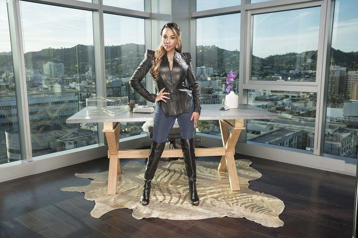 OLifetimevai acompanhar passo a passo o processo de casting e produção de um inovador espetáculo musical em Las Vegas, estrelado por bailarinos exóticos, sob a visão da famosa atriz e empresária, Vivica Fox, emBlack Magic: Homens de Vivica(Vivica's Black Magic).   #Black Magic: Homens de Vivica #Lifetime #Vivica Fox