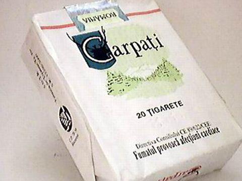 Colecţionarii pot cumpăra un pachet de ţigări Carpaţi, la 75 lei.