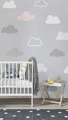 Quieres crear un espacio encantador y estiloso en la habitación de tu hijo? No te pierdas nuestro mural de pared con estampado de nubes en rosa y gris. Este agradable diseño está compuesto por un estampado de pequeñas nubes rosas, blancas y grises sobre un fondo gris.
