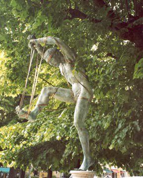 Danzatore (marionetta danzatrice) 2003, bronzo, Piazza dello Statuto, Pietrasanta, Anna Chromy http://musapietrasanta.it/content.php?menu=artisti