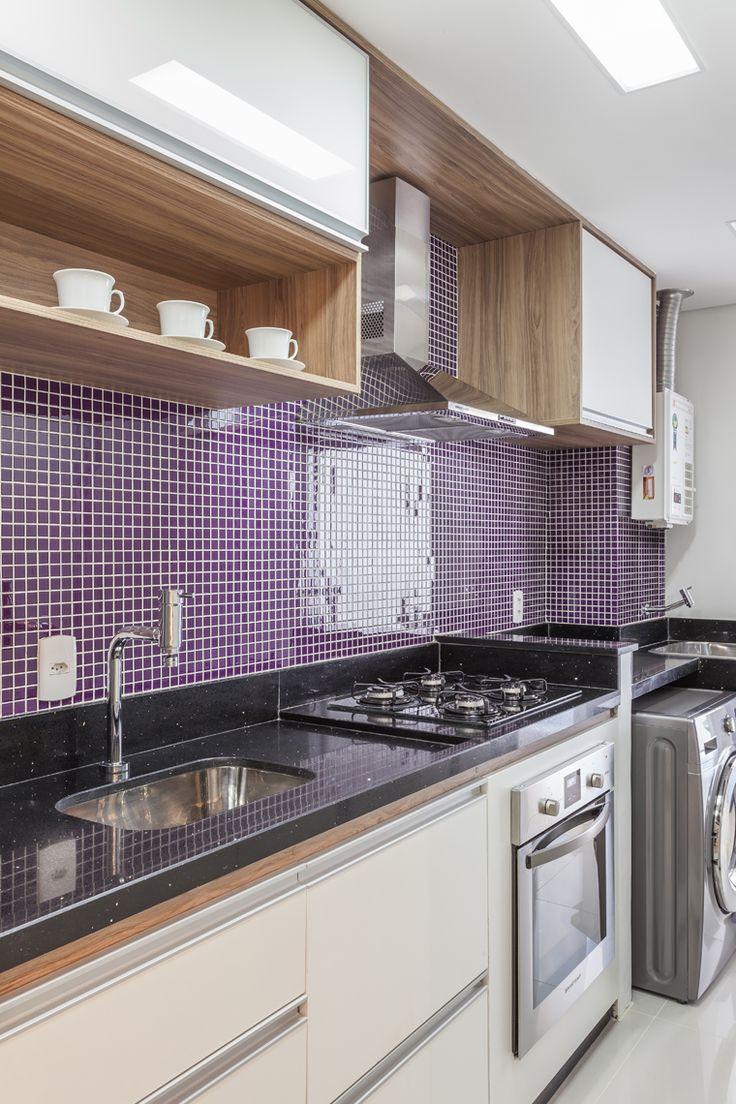 Com living ampliado um apartamento ganha divisão divertida entre home e escritório (9)