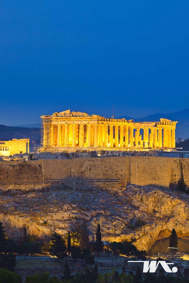 Athena dikenal sebagai 'kota para dewa' yang merupakan ibukota sekaligus kota terbesar di Yunani. Paduan budaya modern dan klasik dapat Anda temukan disini. Berwisata di kota klasik dan bersejarah tentunya harus mengunjungi tempat-tempat tersebut diantaranya seperti Museum Acropolis yang menyimpan benda warisan budaya dan karya seni Yunani kuno. Juga ada Parthenon, yang merupakan reruntuhan monumen kuno yang masuk dalam daftar pusaka budaya Eropa.