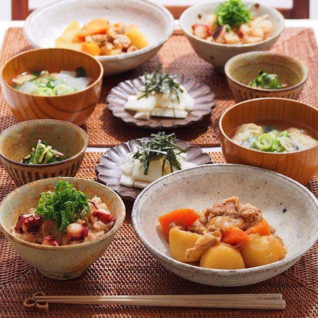 2016/2/1 月 #晩ごはん ・ ✳︎タコ飯 ✳︎肉じゃが ✳︎長芋短冊 ✳︎酢の物 ✳︎大根のお味噌汁 ・ 今日から2月〜 タコ飯が無性に食べたくなって ごちそうさまでした〜 ・