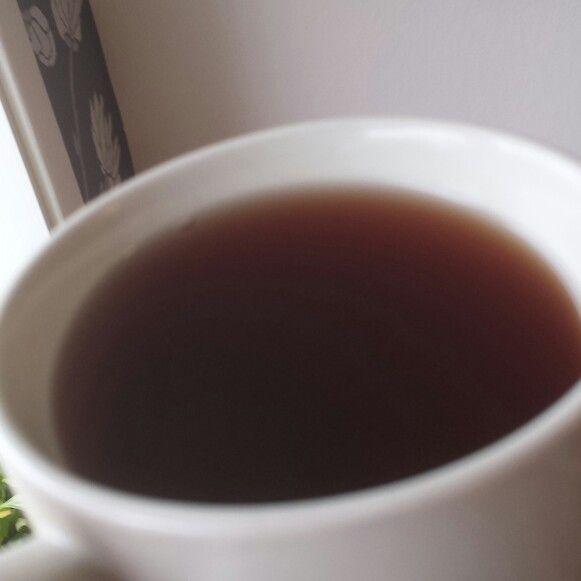 Avkok på sprängticka (chaga) är en bra vätskebas i både te och smoothies. Chaga har använts länge medicinalt som en boost för immunförsvaret. Den påstås vara en av dom bästa källorna till antioxidanter, många många gånger mer koncentrerad än tex blåbär och acai. Tillgänglig här uppe i norr, så helt klart värd att ta vara på.  Bortser man från dom medicinala egenskaperna så smakar den helt okej, tom gott! Lite som en mix av gran, tall och vanilj.. En riktigt fin gåva från naturen direkt till…