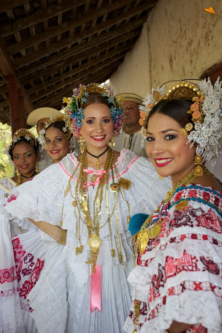 """mujeres con trajes típicos panameños, """"La Pollera"""". Fotos de viajes."""