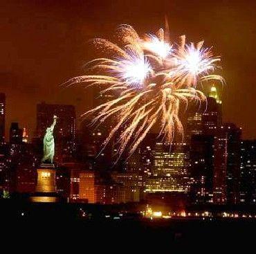Independence Day : la fête nationale des Etats-Unis : Le 4 juillet, les Américains célèbrent l'adoption de la Déclaration d'indépendance. Ce jour appelé Independence Day est devenu la fête nationale des Etats-Unis. Il est l'occasion de nombreuses festivités dans tout le pays.