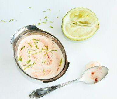 Recept: Creme fraiche-sås med lime och sambal olek
