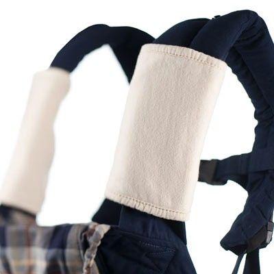Pezzette da ciucciare ErgoBaby in cotone bio 100%. Da porre sulle bretelle del proprio marsupio in modo da offrire al bimbo una pezzetta pulita da poter ciucciare liberamente. Ideali nel periodo della dentizione: consentono di estendere la vita del marsupio assicurando lavaggi meno frequenti.