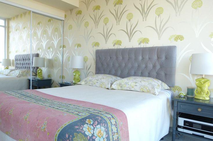Виниловые обои в дизайне спальни