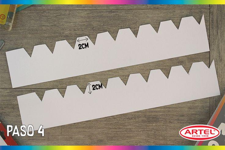 Recorta las tiras hechas en el Block y crea pestañas de 2cm de alto, separadas por 2cm cada una.