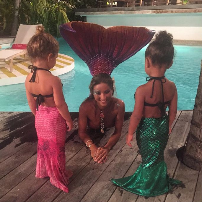 North West and Penelope Disick meet a mermaid and it's adorable.