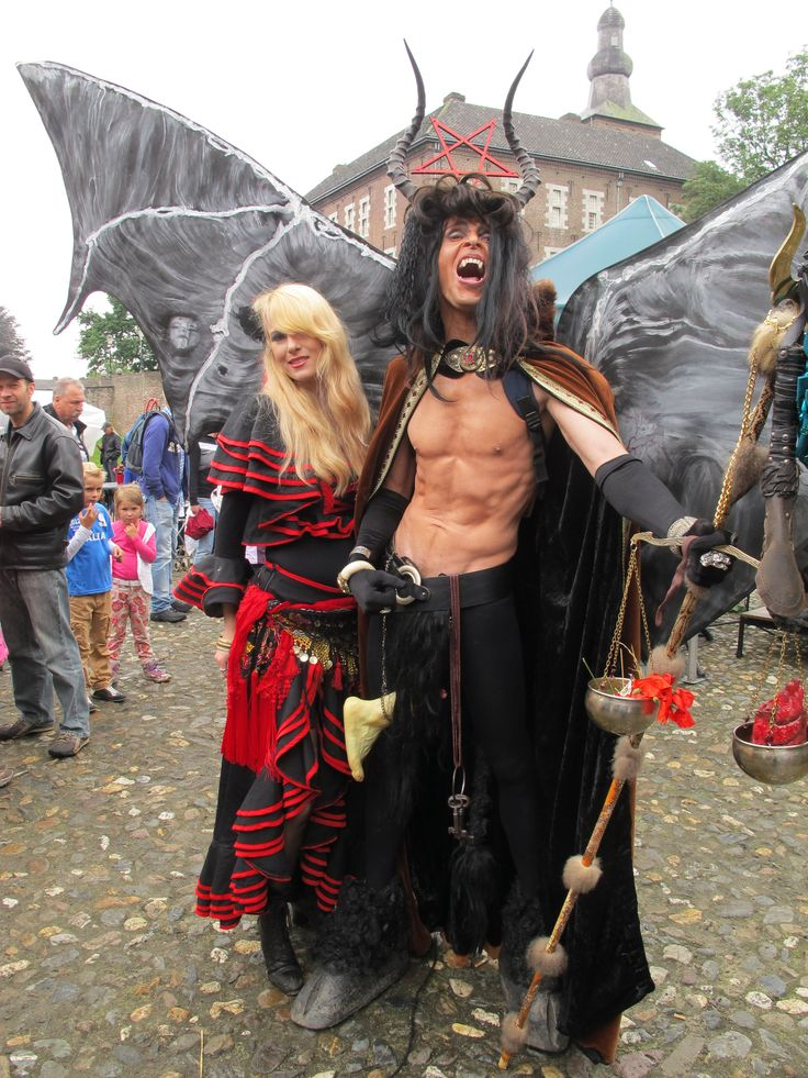 Geert Dekkers - duivel kostuum: Alex De Vliegere, Chris van Kuijk en Geert Dekkers