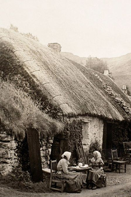 +~+~ Antique Photograph ~+~+ Women Highland Crofters in Scotland