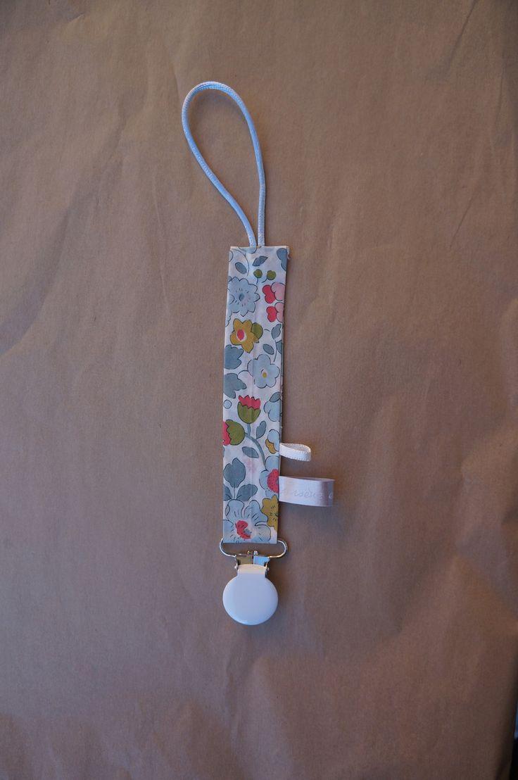 attache sucettes bébé liberty of london betsy porcelaine : Puériculture par arseneetvalentine