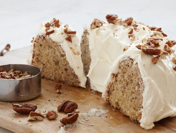 With this Butter Pecan Banana Cake recipe you'll create complementary textures and flavors thanks to our Duncan Hines Golden Yellow Cake Mix complete with soft, ripe bananas and crunchy, buttery pecans.