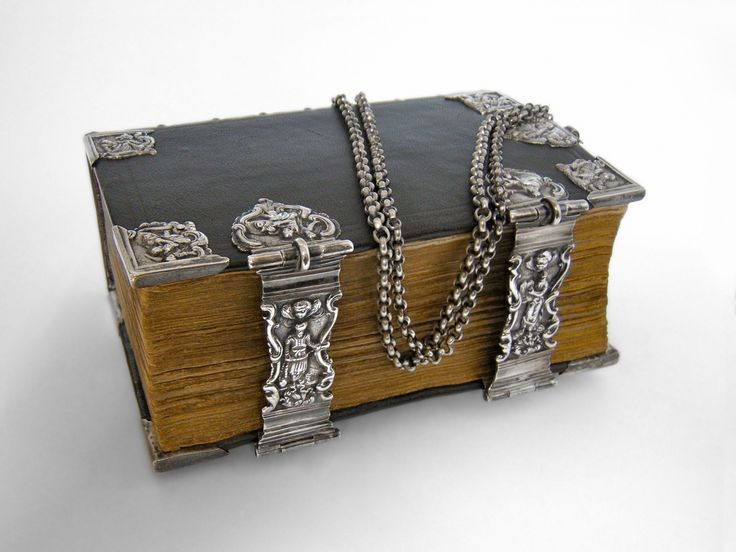Chained Bible - 18th century - Silver-work by Everwijn Knolleman. Hoorn (1782)