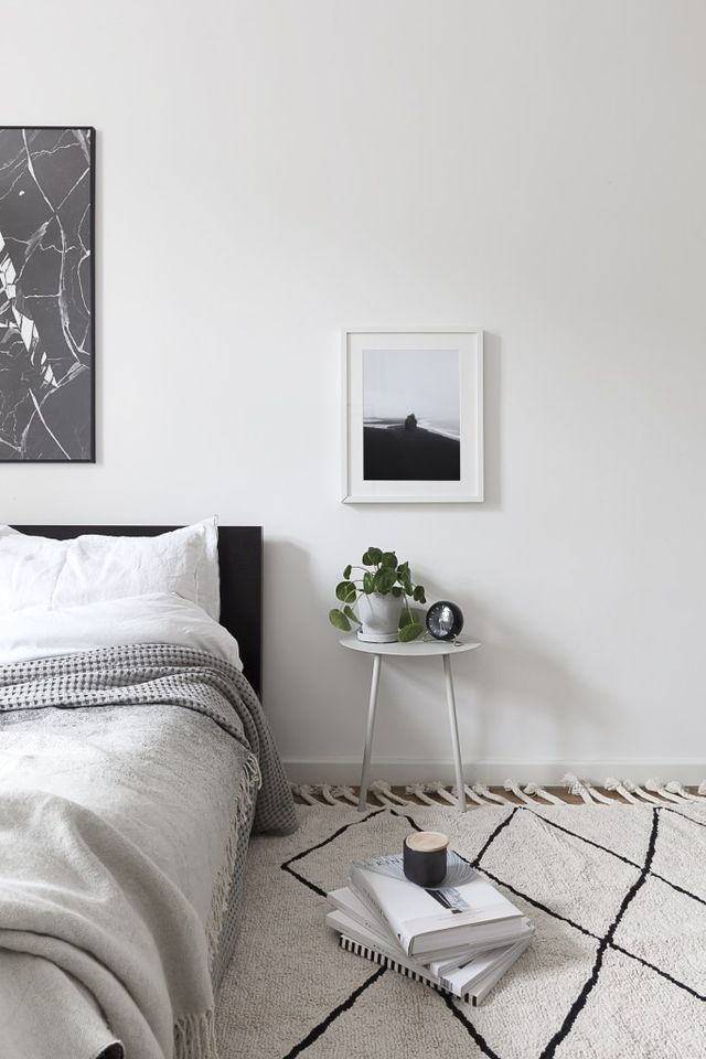 I like the effect of different fabrics and textures in the bedroom to create a soft and cozy atmosphere. These soft materials inevitably come with a lot of dust though and especially in the bedroom I