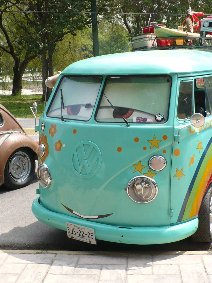 I really wish they would make a new VW bus/camper concept. I love my bug and with gas prices and the way the husband and I like to travel I think it would be awesome to just load up in a VW camper and go!!!!'