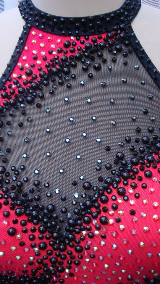 Mixing sizes and shades on a halter neckline