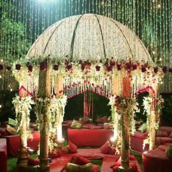 mandap for an Indian inspired wedding, wedding arch  #indianwedding, #shaadibazaar