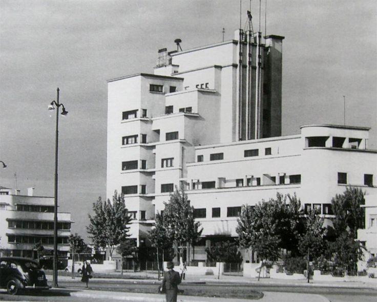 Imobilul Bazaltin din Piața Charles de Gaulle nr. 2 este singurul proiect cu program de apartamente şi birouri realizat de Iancu, un tip de imobile ce apare des în Bucureştiul interbelic şi care prin importanţa sa a contribuit la consacrarea arhitecturii moderniste, recurgând la un limbaj monumental similar celui folosit de Horia Creangă sau Duiliu Marcu pentru clădiri de birouri.  Clădirea este o expresie plastică a Mişcării Moderne îmbinată cu elemente Art Deco.