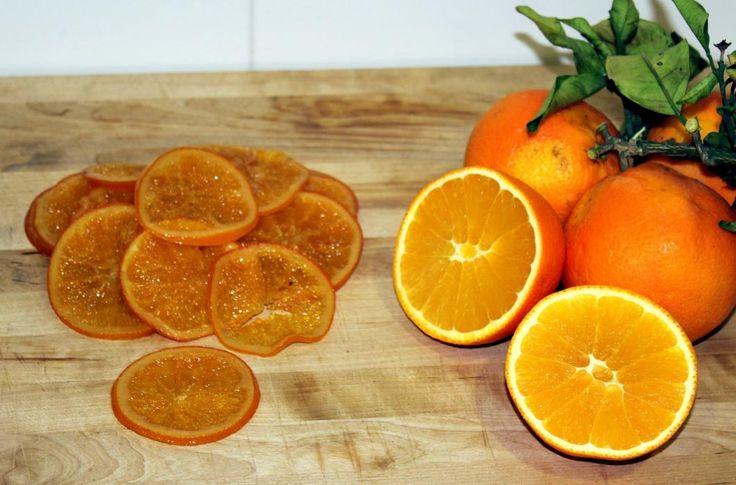Para hacer Naranja confitada no hace falta ningún utensilio raro, ni nada parecido. Con un cuchillo bien afilado, un cazo, agua y azúcar podremos preparar ...