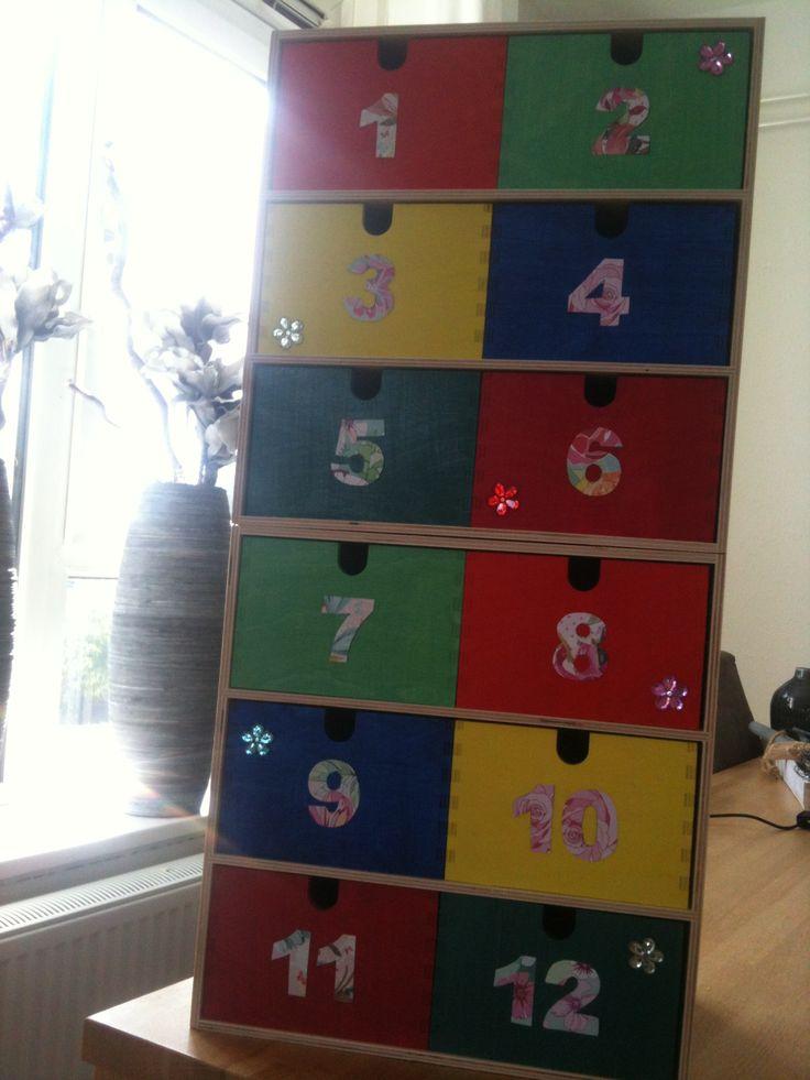 Rekenkastjes gemaakt voor de kleuters  (Allerlei cijfers en aantallen verzamelen in de juiste bakjes)