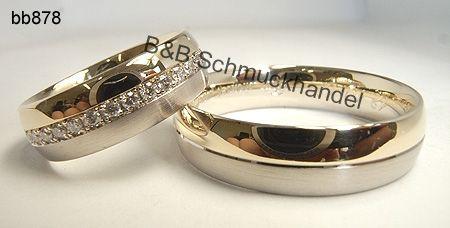 Exklusive Trauringe mit umlaufenden Diamantkranz. Exklusive Materialien und ein harmonisches Design machen diese Eheringe zu einem ganz besonderen Hingucker