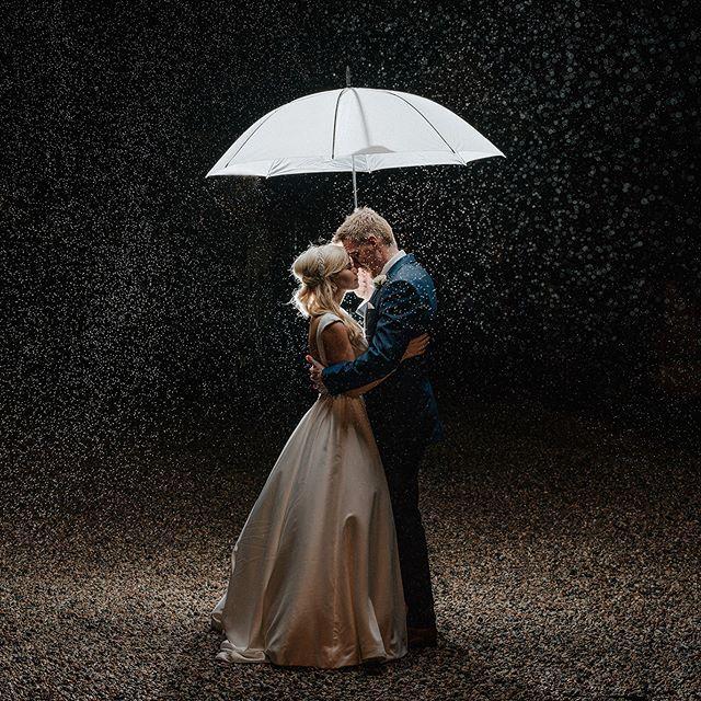 Pin Von Regula Pfaff Auf Photography Fotos Hochzeit Regen Hochzeit Hochzeitsfotografie Ideen