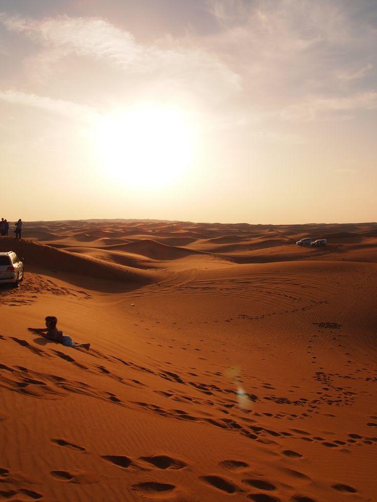 広大な砂漠が続く砂漠。ドバイ 旅行・観光のおすすめ見所。