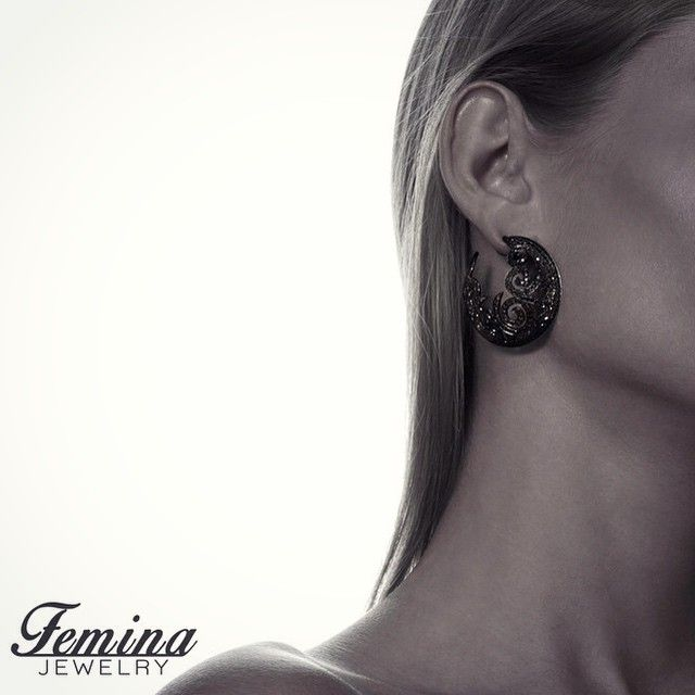 These exclusive earrings are crafted in 18K black gold and set with a total of 6.5ct black diamonds. They will for sure make you sparkle on your night out #tgif #finejewelry #jewelry #blackgold #diamonds #earrings #fashionista #fashion