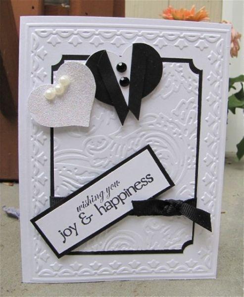 Diseño maravilloso y simple con apliques y relieve. Invitaciones para Boda en Blanco y Negro. Imagen: Riaann para Etsy