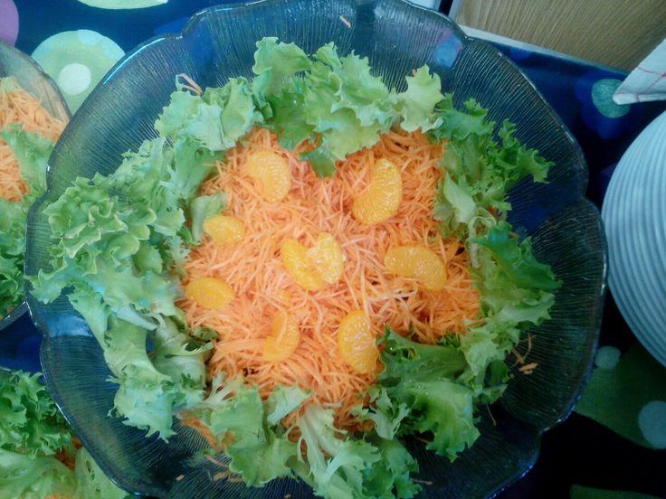 Aurinkoinen salaatti kaveriksi☺!
