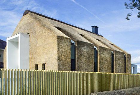 Living on the Edge by Arjen Reas: http://www.dezeen.com/2013/04/18/thatched-house-by-arjen-reas/