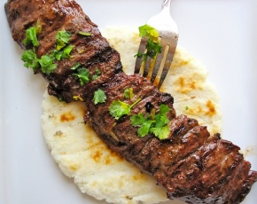 Arepa con Carne Asada (Arepa with Colombian-Style Grilled Beef)