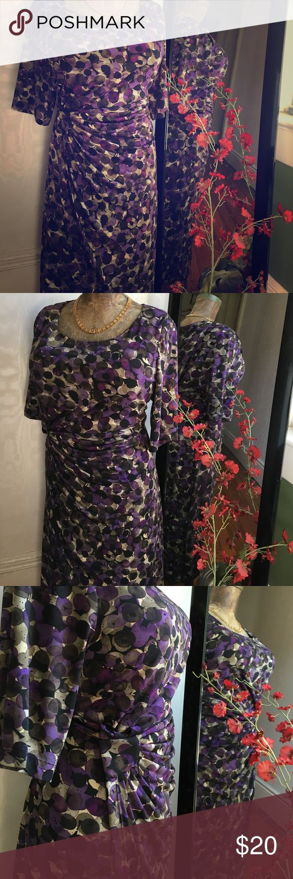 Gorgeous Dress for A Dinner Date or Wedding Size 14W. Worn once for my cousin's rehearsal dinner. Smoke-free, Pet-free Home. I'm open to offers but please be reasonable. I'm not here to get rich but I'm also not here just for fun. Let me know what I can do to take this out of my closet and on its way to yours. Connected Apparel Dresses
